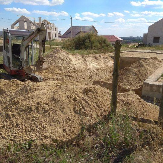 http://excavatortut.by/wp-content/uploads/2018/07/kotlovan-pod-fundament-540x540.jpg