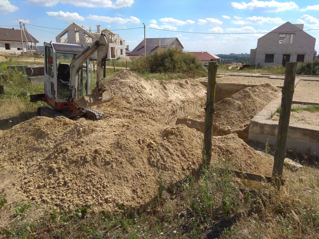 http://excavatortut.by/wp-content/uploads/2018/07/kotlovan-pod-fundament.jpg